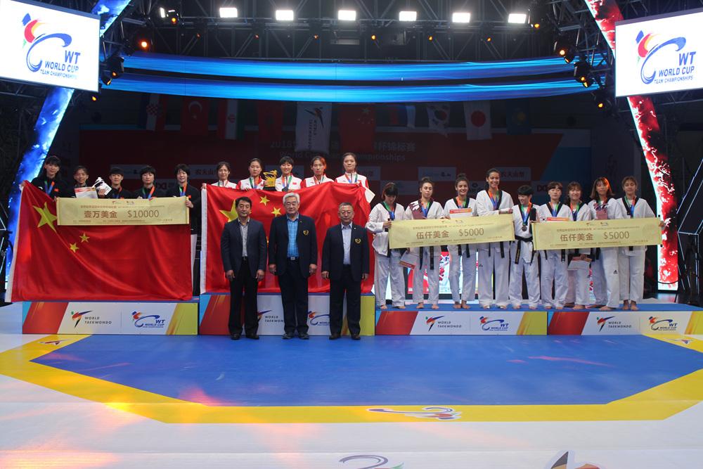 Awarding-Ceremony-of-Womens-Team
