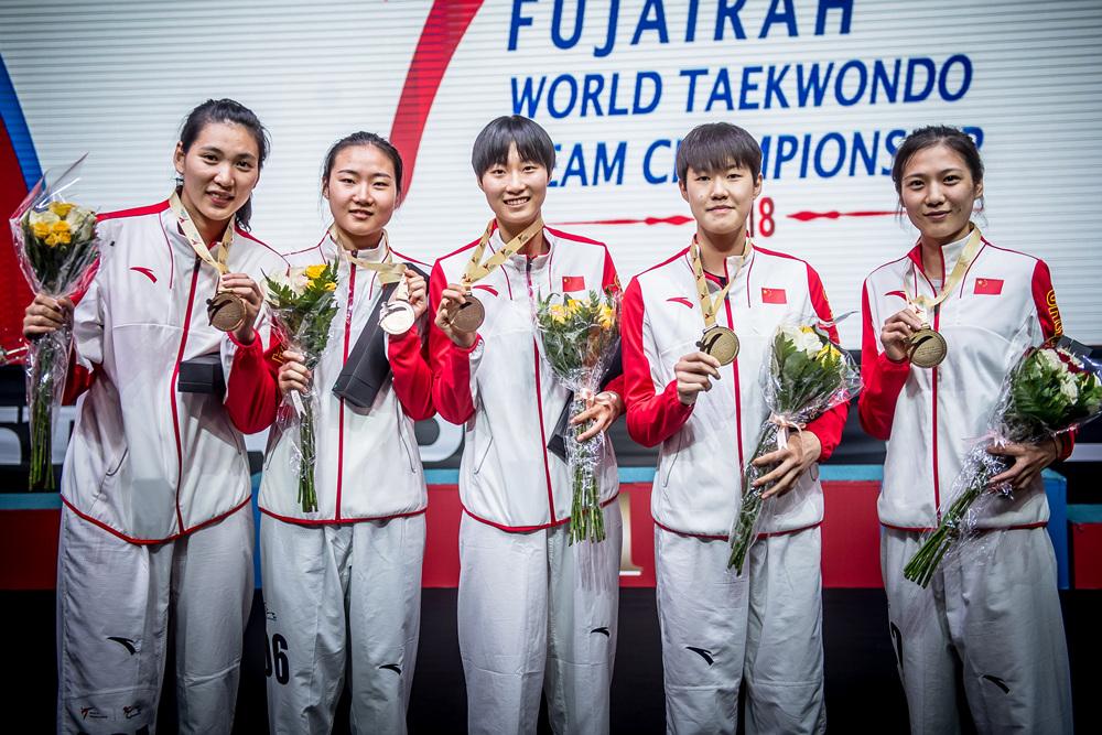 여자-단체전-우승을-차지한-중국대표팀의-시상식-사진